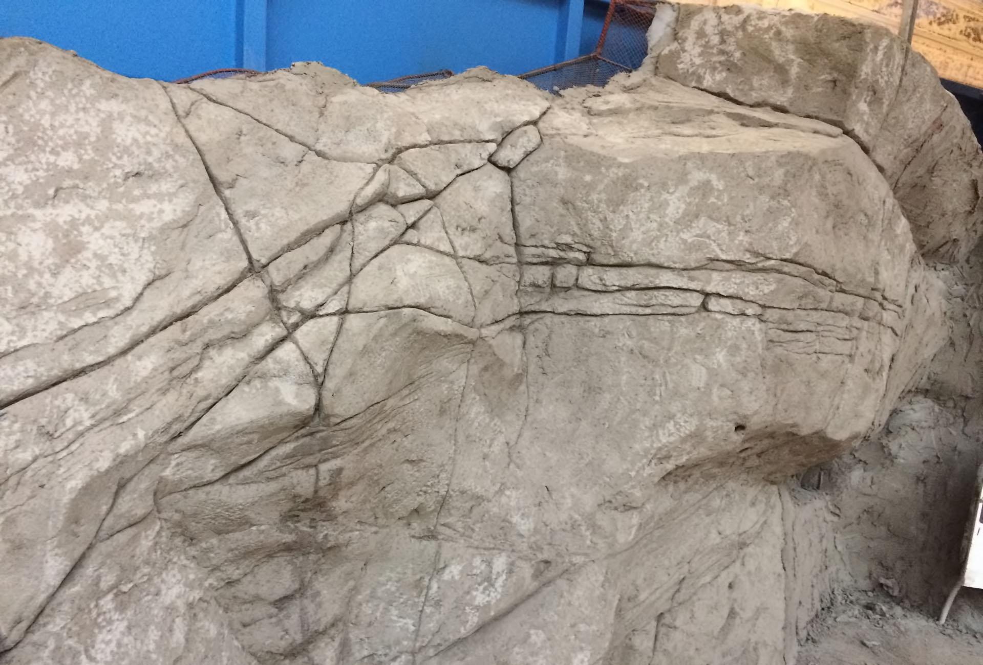 парк аттракционов  Play Ventura сооружение декораций скал