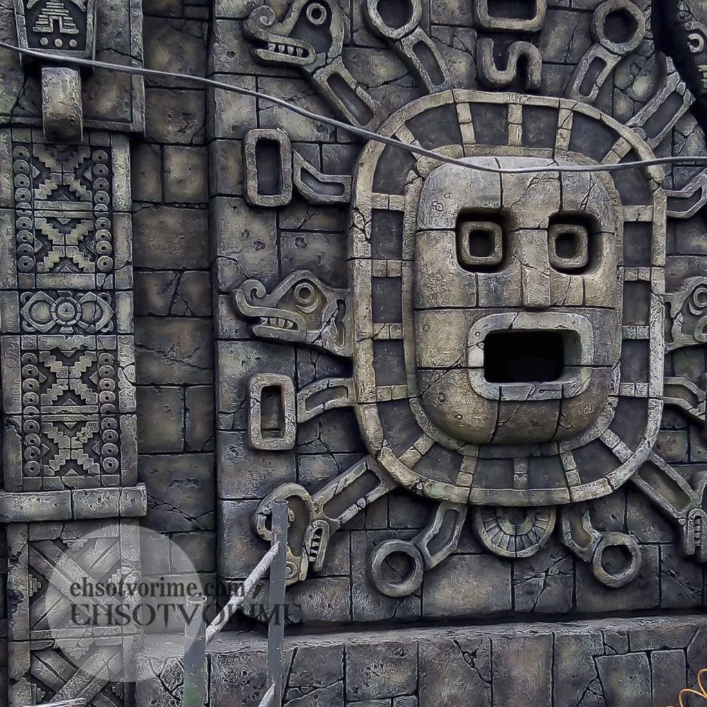 Элемент архитектуры в стиле майя.